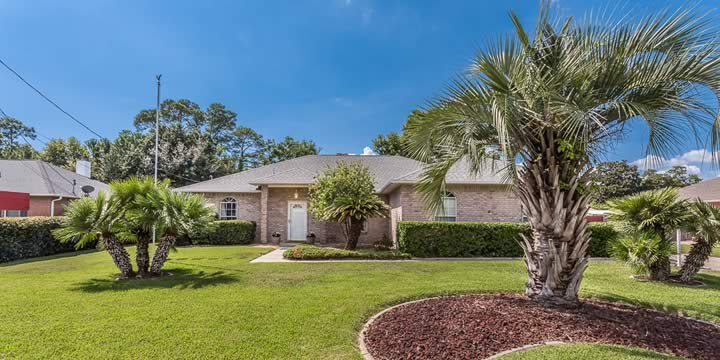 Front of house for sale at 999 Coronado Ct, Gulf Breeze FL 32563
