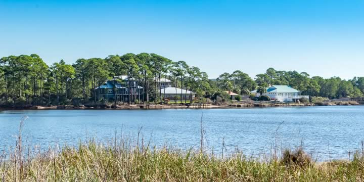 Large waterfront homes in Dune Allen Beach