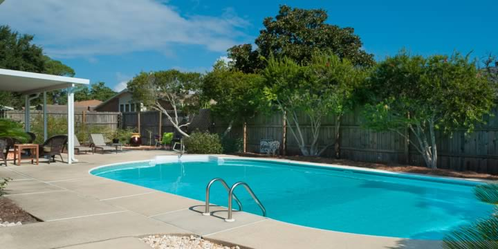Swimming pool at Villa Venyce in Gulf Breeze