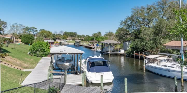 Canal homes in the Villa Venyce Subdivision Gulf Breeze FL